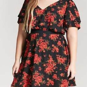 Size Textured Floral Tiered-Sleeve Dress